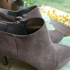 A.N.A A NEW APPROACH TAN BOOTIES SIZE 7.5